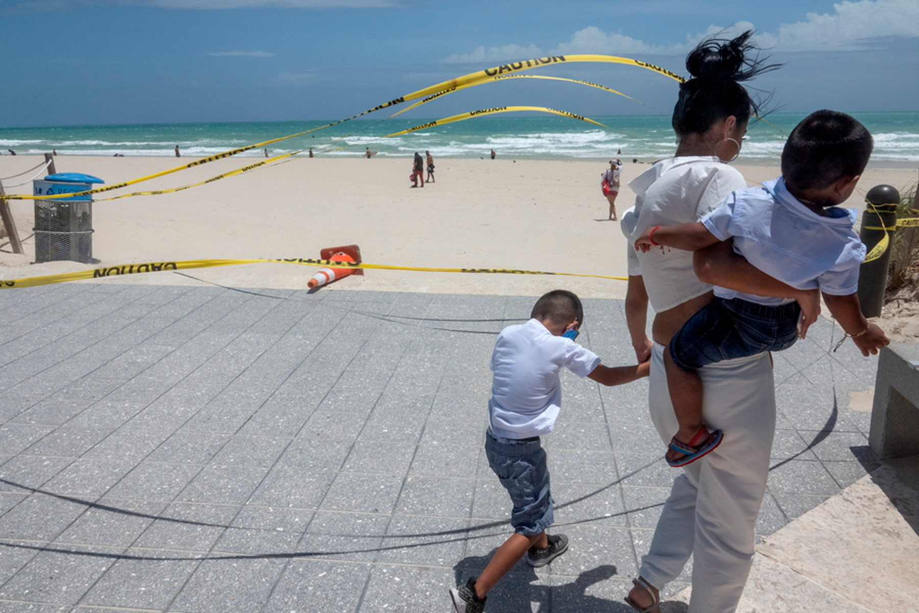 Θρίλερ στις Μπαχάμες: Γυναίκα βρήκε σε παραλία μπάλα τιτανίου που έπεσε από το διάστημα