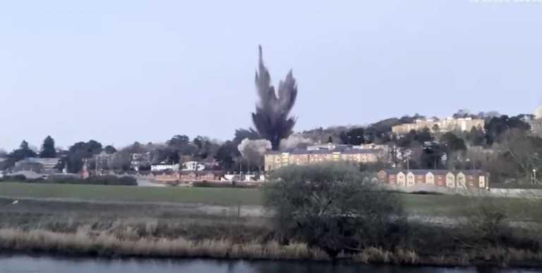 Εντυπωσιακές εικόνες: Ελεγχόμενη έκρηξη βόμβας του Β' Παγκοσμίου Πολέμου – Εκκενώθηκαν 2.600 νοικοκυριά (vid)