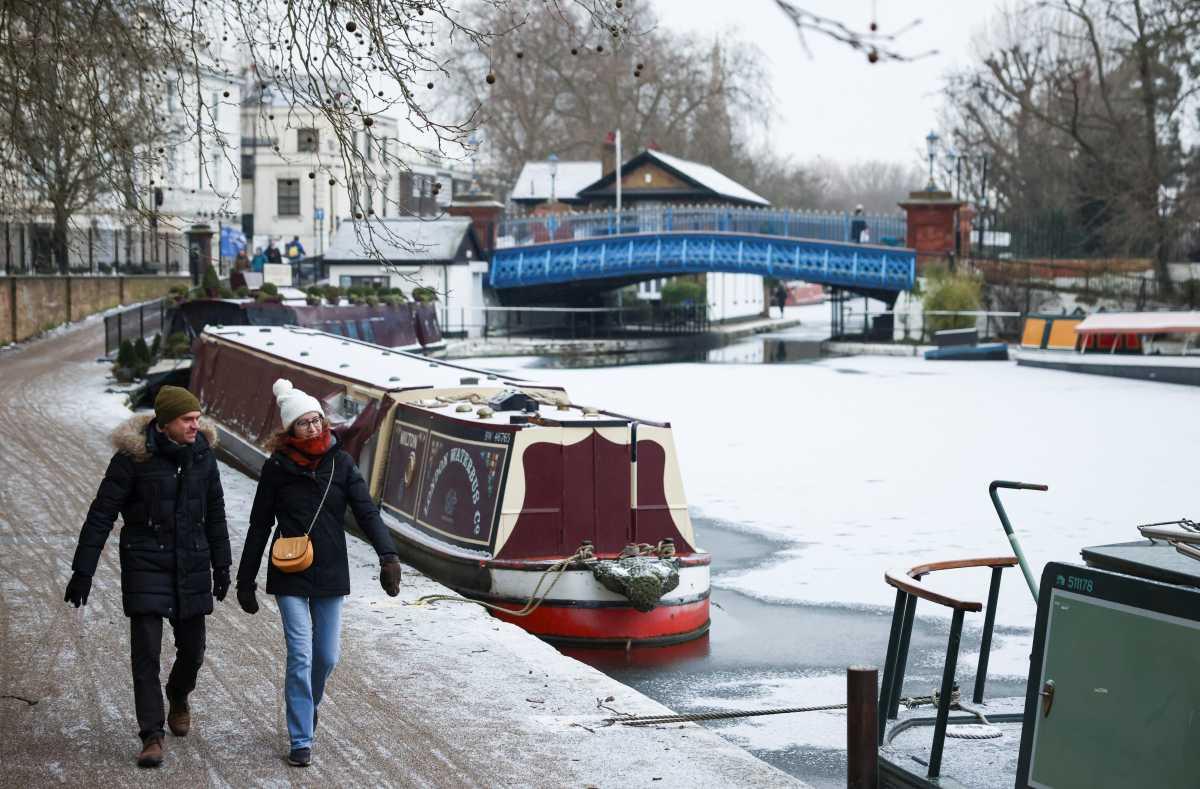 Πάγωσαν τα συντριβάνια στην Βρετανία – Έζησε την πιο κρύα νύχτα των τελευταίων 26 χρόνων