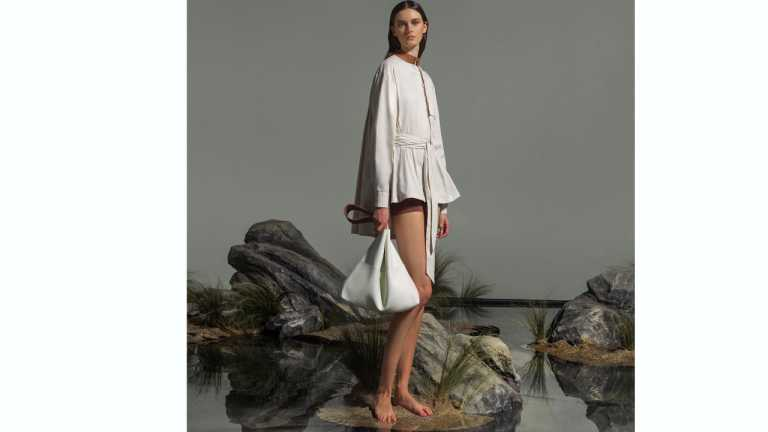 Callista: Μπαίνει στην αγορά ρούχου