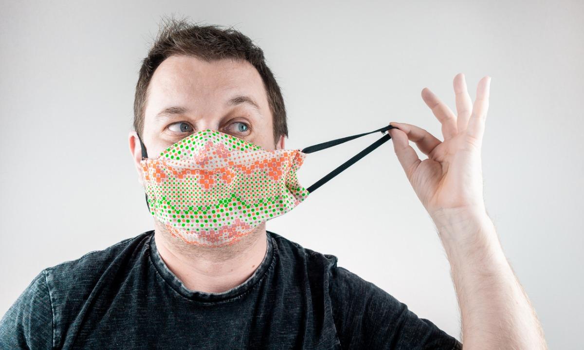 Κορονοϊός: 4 απλές μέθοδοι για να κάνετε την μάσκα πιο αποτελεσματική χωρίς να την αλλάξετε