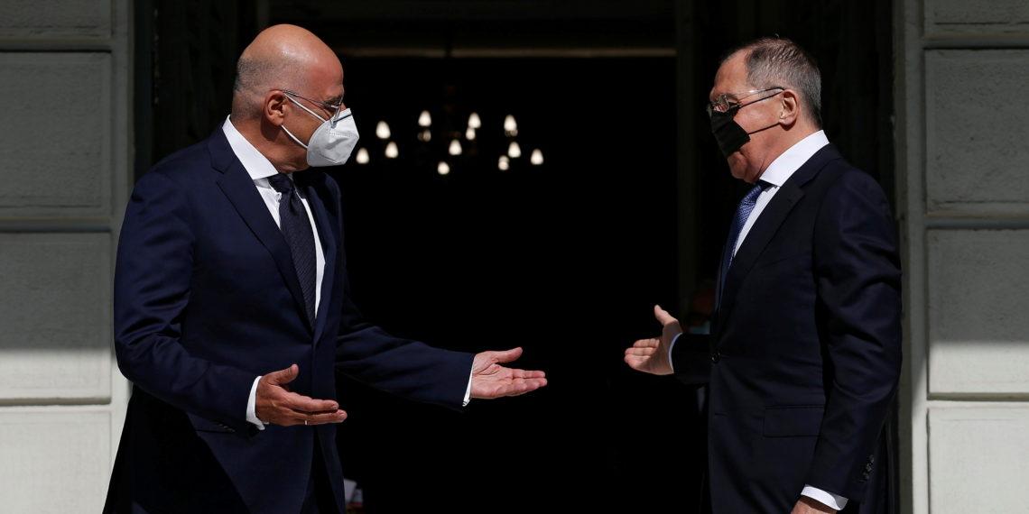 «Τα είπαν» Δένδιας – Λαβρόφ για ανατολική Μεσόγειο και τις τεταμένες ευρωρωσικές σχέσεις
