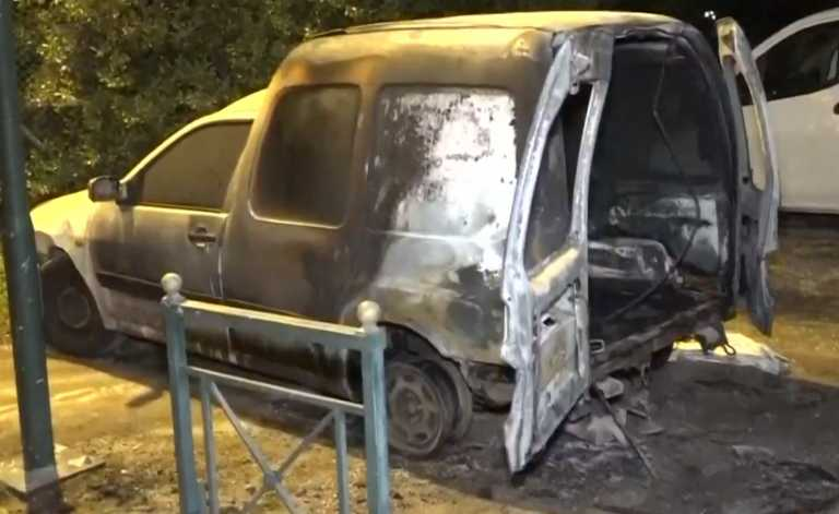 Μπαράζ εμπρηστικών επιθέσεων στην Αθήνα