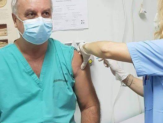 Υπ. Υγείας: Στους υγειονομικούς τα εμβόλια που περισσεύουν – Μετά σε στρατό και αστυνομία