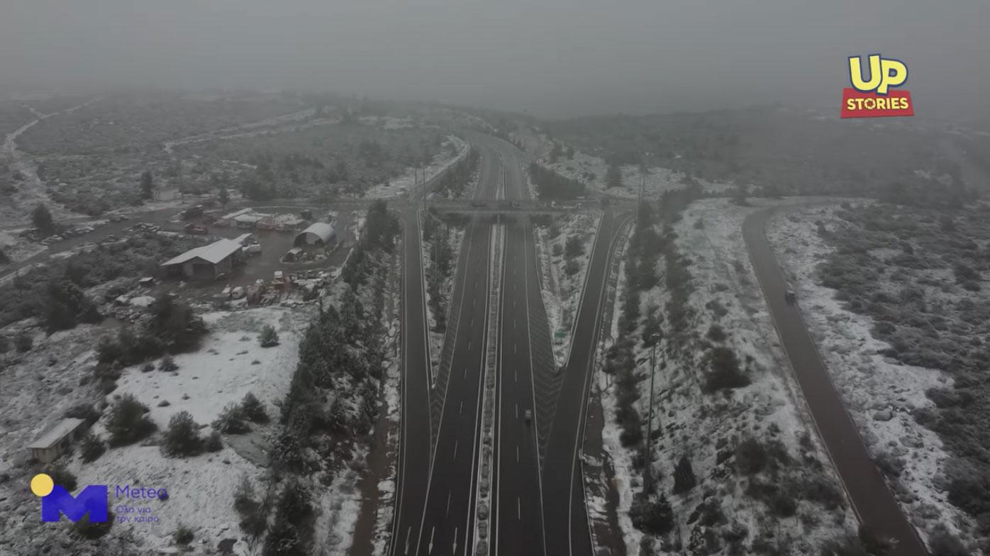 Καιρός – Λαμία: Μάχη με το χιόνι στην Εθνική – Η «Μήδεια» άσπρισε τα πάντα
