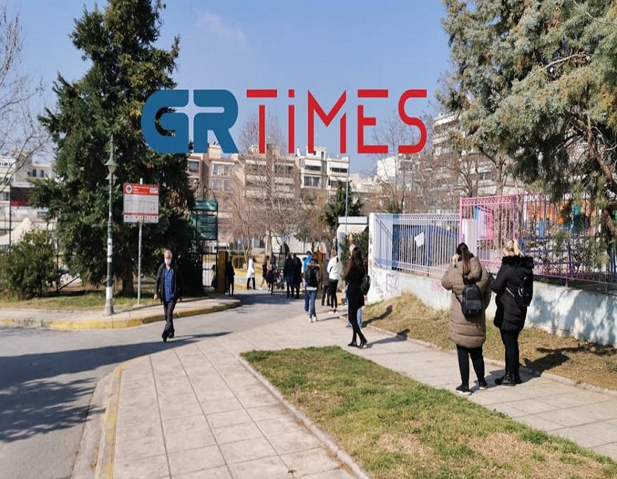 Θεσσαλονίκη – Κορονοϊός: Ουρές για ένα rapid test μετά τα 11 κρούσματα νοτιοαφρικανικής μετάλλαξης
