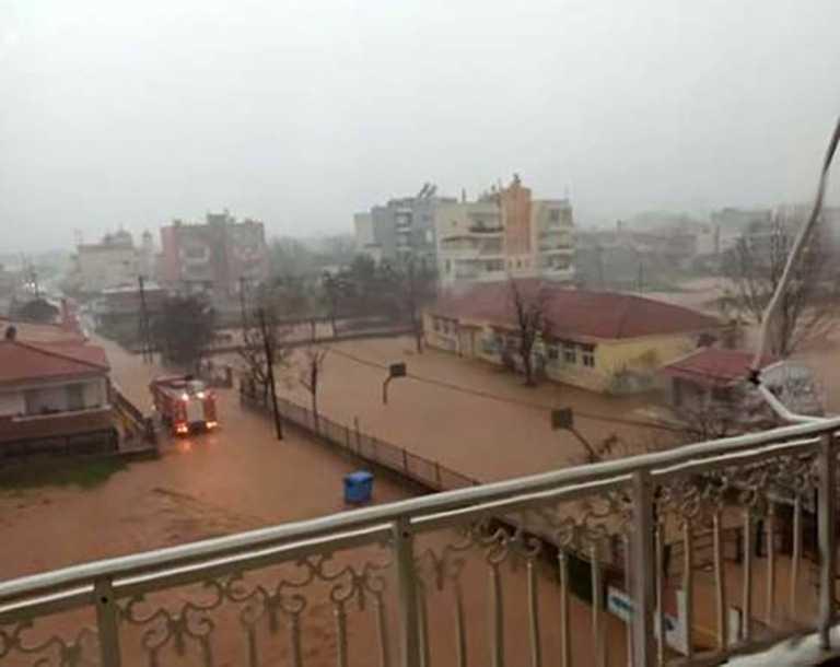Έβρος: Πλημμύρισε νηπιαγωγείο, επιχείρηση απομάκρυνσης 21 παιδιών (pics, vids)