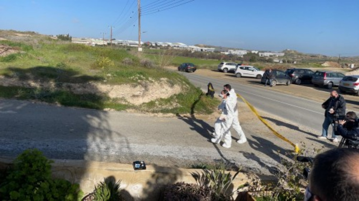 Οικογενειακή τραγωδία στην Κύπρο: Συνελήφθη ο 58χρονος που σκότωσε τη γυναίκα του και τον γιο τους (pics, vids)