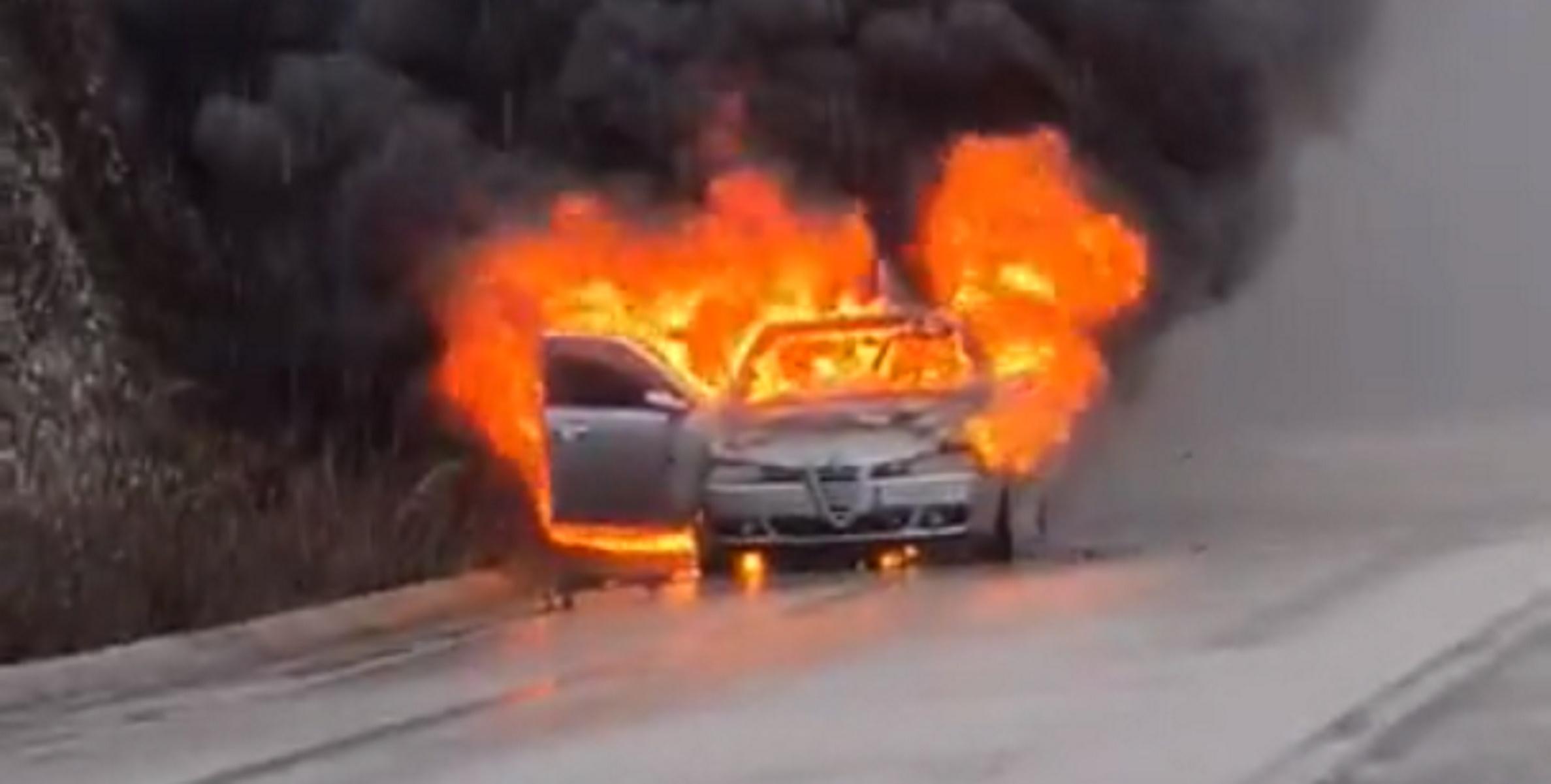 Ηγουμενίτσα: Λαμπάδιασε αυτοκίνητο εν κινήσει – Δευτερόλεπτα αγωνίας για οικογένεια (video)