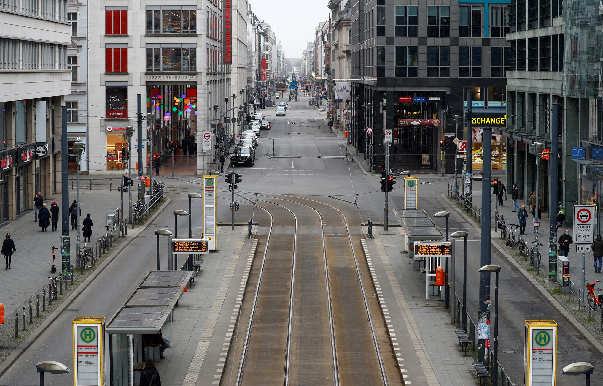 Γερμανία: Με «προσοχή» η άρση του lockdown – Αυξάνεται το ποσοστό μεταλλάξεων κορονοϊού