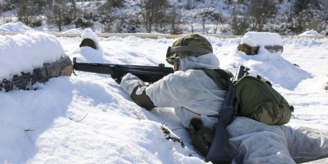 """Στρατός Ξηράς: Εντυπωσιακά πλάνα από τους """"μάχιμους"""" της ΣΜΥ και της Σχολής Ευελπίδων από εκπαίδευση στα χιόνια! [pics, vid]"""