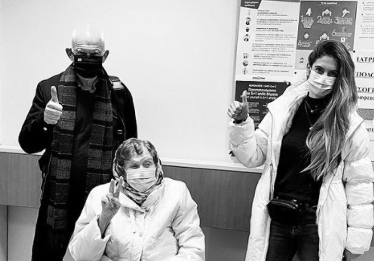 Εμβολιάστηκε η Μαργαρίτα Παπανδρέου – Την συνόδευσε ο γιος της Γιώργος
