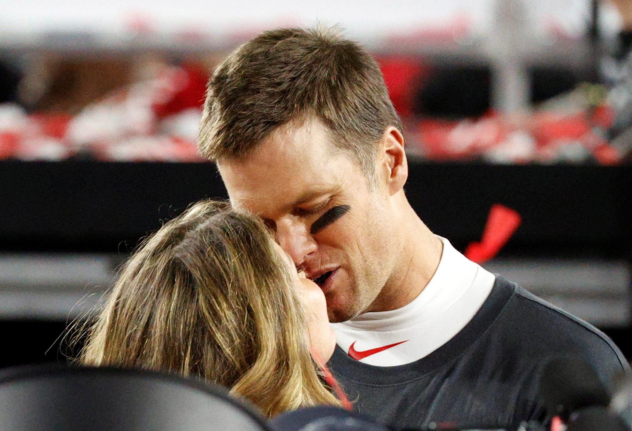 Το φιλί της Ζιζέλ στον Μπρέιντι «έκλεψε» την παράσταση στο Super Bowl (vid, pics)