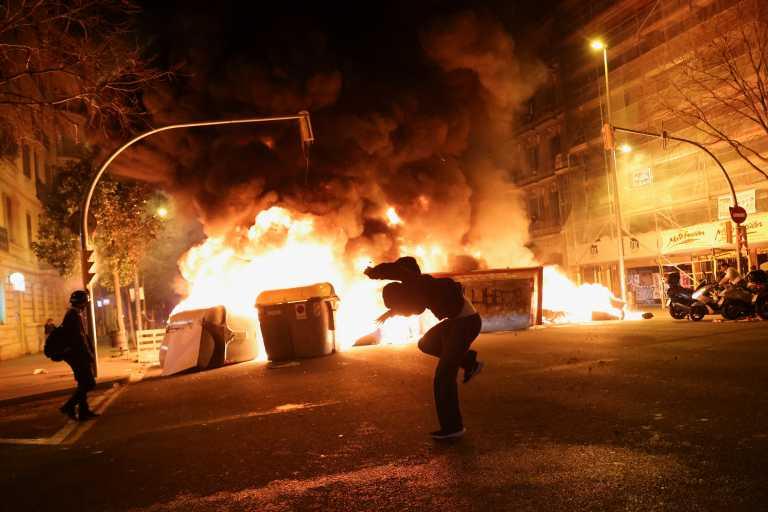 Βαρκελώνη: Τέταρτη νύχτα ταραχών για τη φυλάκιση του ράπερ Πάμπλο Χασέλ