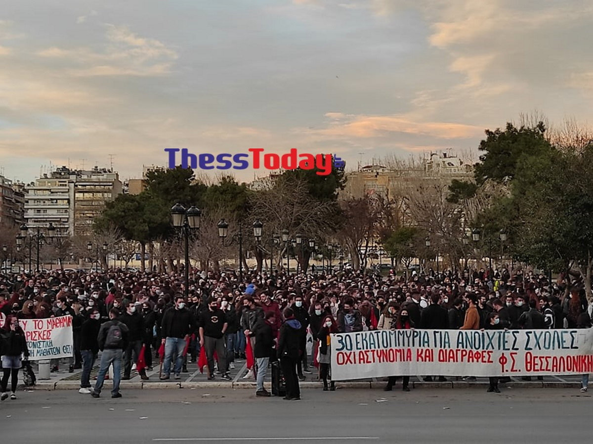 Και δεύτερη πορεία για την Παιδεία στη Θεσσαλονίκη – Έγραψαν συνθήματα στο ΥΜΑΘ (video)
