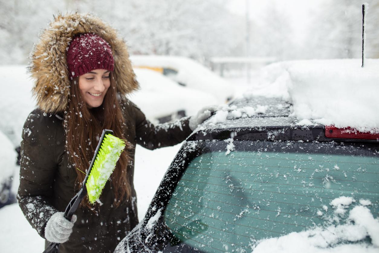 Πάγος στο αμάξι: Το κόλπο για να ξεπαγώσει το παρμπρίζ