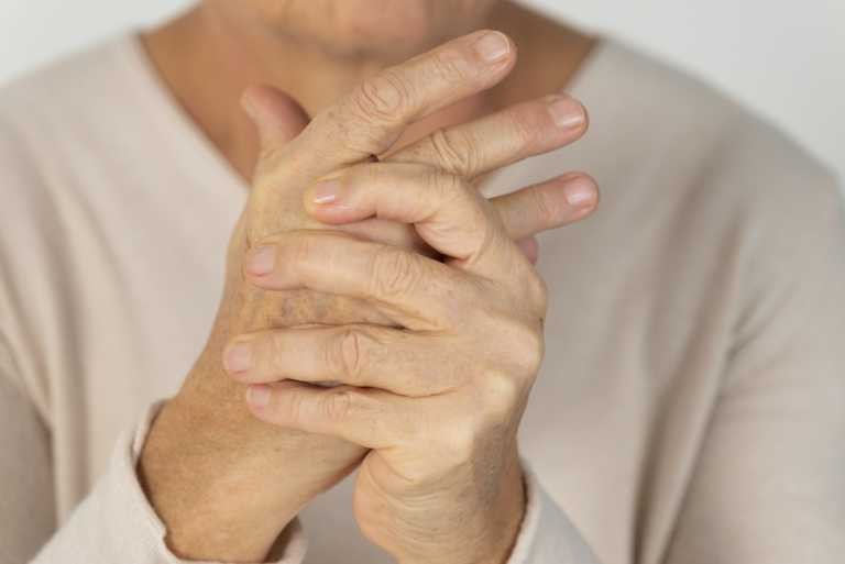 Κορονοϊός: Σοκ για όσους έχουν ρευματοπάθειες – Εκτοξεύεται η πιθανότητα θανάτου από COVID-19!