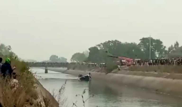 Εικόνες σοκ στην Ινδία: Λεωφορείο «βούτηξε» σε κανάλι – Τουλάχιστον 39 νεκροί (video)