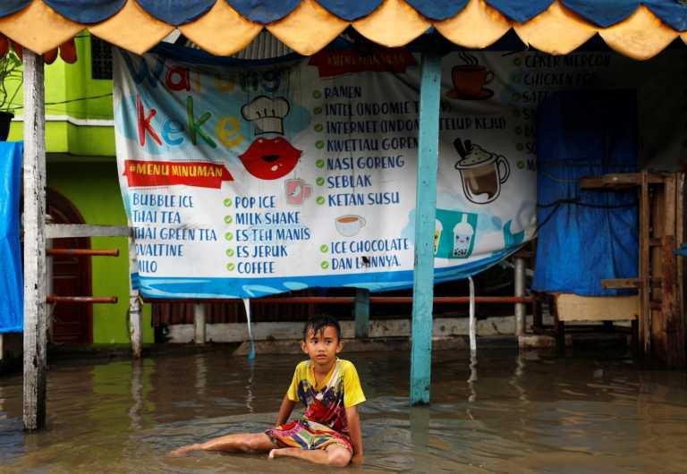 Iνδονησία: 1.000 άνθρωποι απομακρύνθηκαν από τα σπίτια τους μετά τις πλημμύρες στην Τζακάρτα