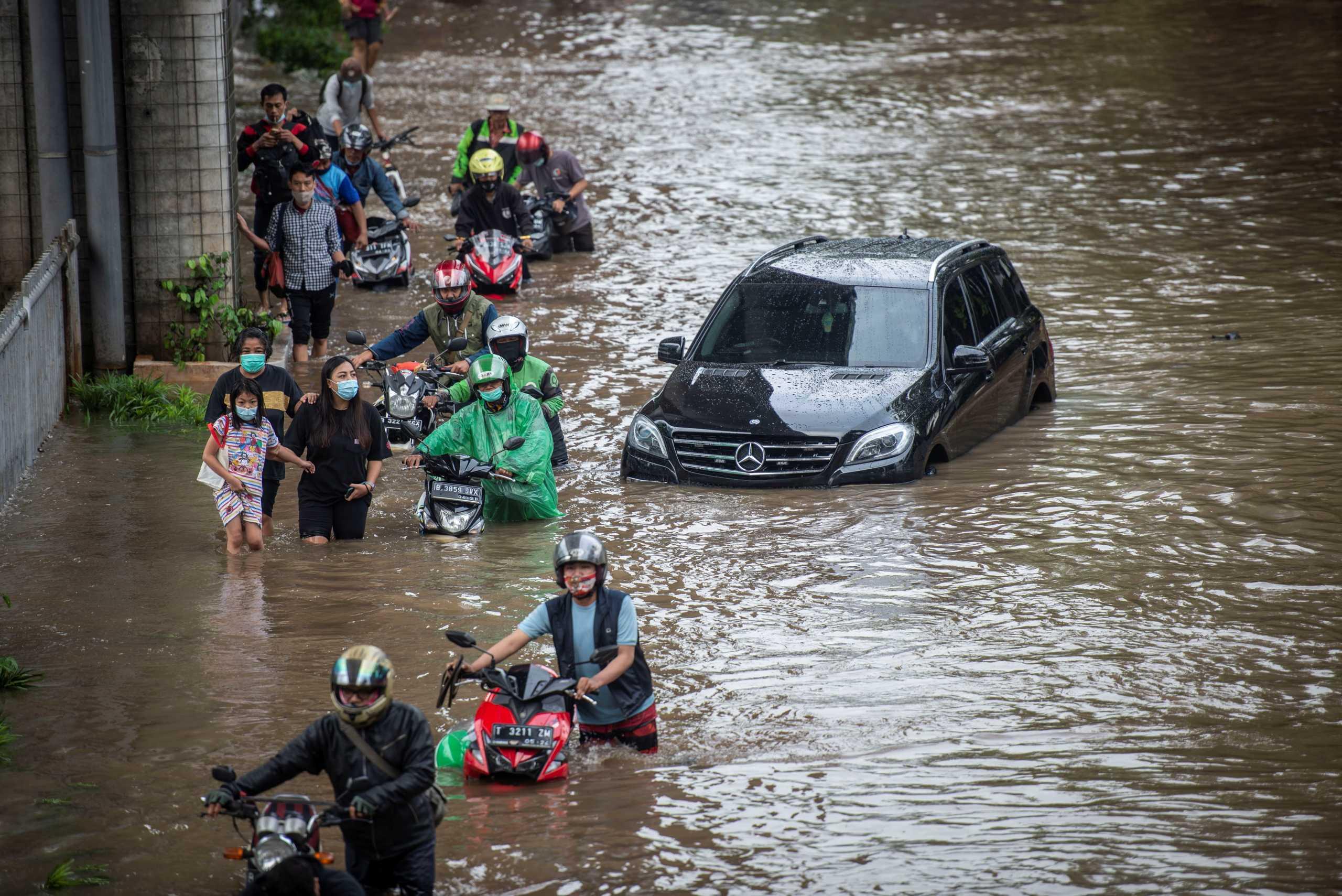Ινδονησία: Νέες καταστροφικές πλημμύρες σαρώνουν την Τζακάρτα