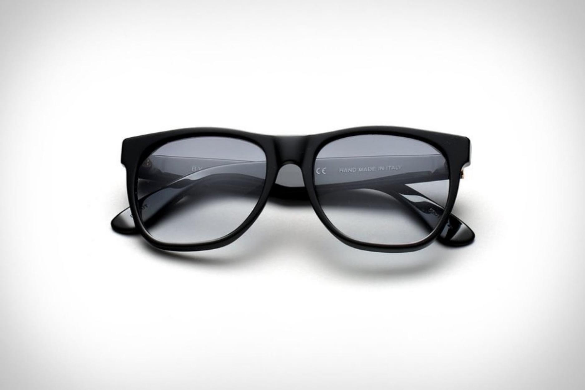 """Τώρα μπορείτε να αποκτήσετε τα γυαλιά ηλίου που φορούσε ο Τζο Πέσι στον """"Ιρλανδό"""""""