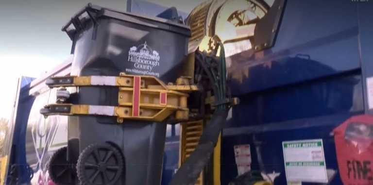 Απίστευτο σκηνικό: Σκουπιδιάρικο μάζεψε 7χρονο που είχε κρυφτεί σε κάδο – Σώθηκε από θαύμα (vid)