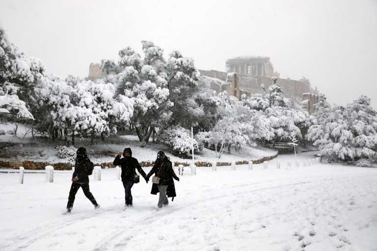 Καιρός – Μήδεια: Μέχρι πότε θα χιονίζει στην Αττική – Νέο ρεκόρ του χιονιά