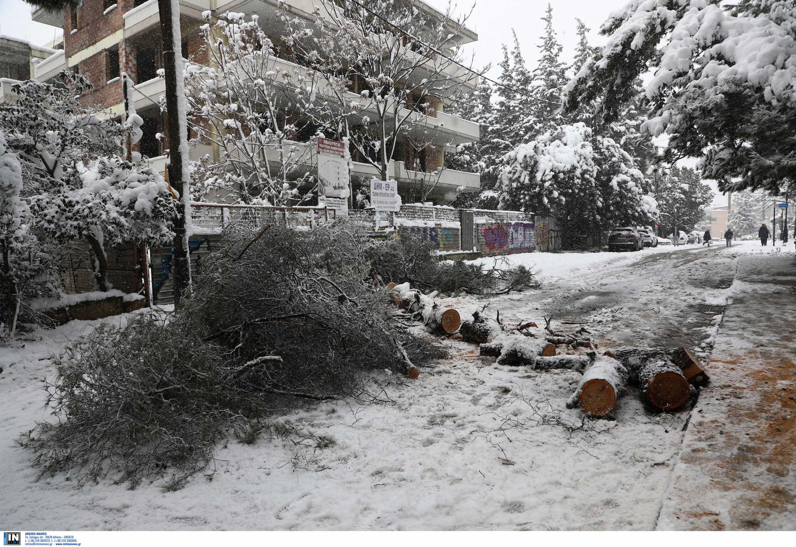 Χιλιάδες νοικοκυριά στην Αττική παραμένουν χωρίς ρεύμα – Η νέα ανακοίνωση του ΔΕΔΔΗΕ