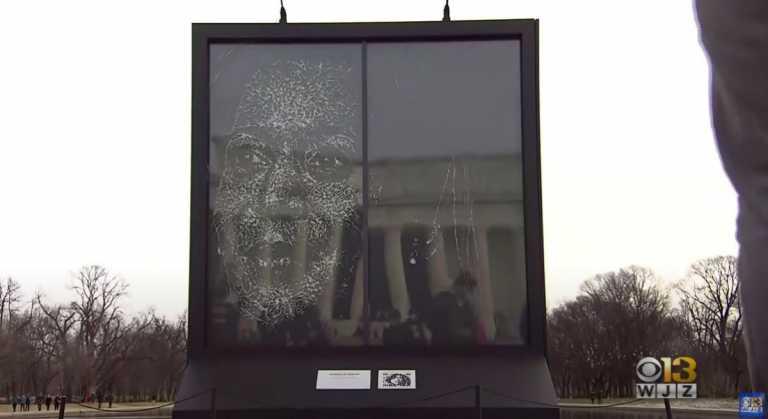 Καμάλα Χάρις: Ένα γυάλινο πορτρέτο στην Ουάσινγκτον για την πρώτη μαύρη αντιπρόεδρο των ΗΠΑ (pics, vid)