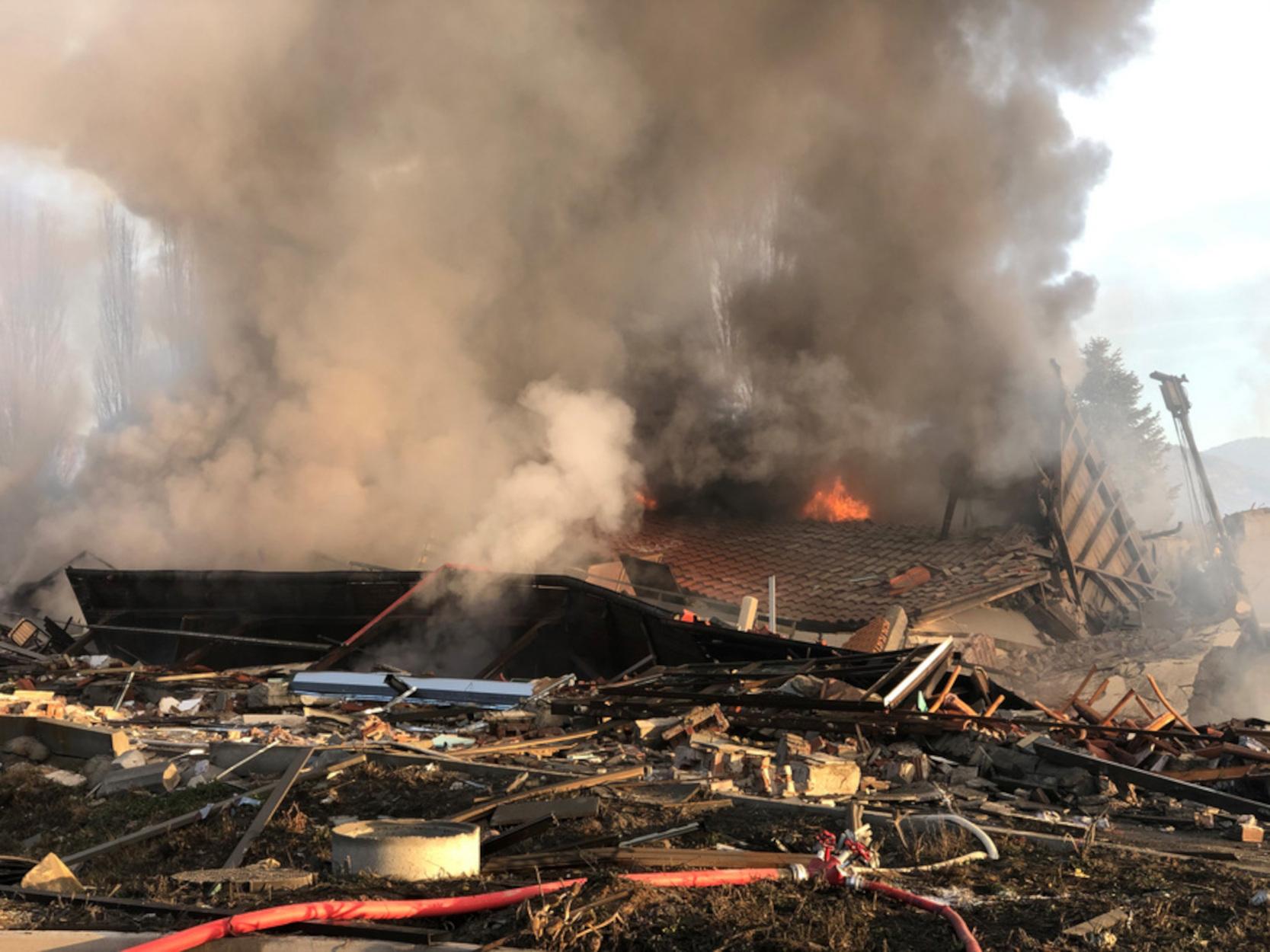 Καστοριά: Έρευνες και από πυροτεχνουργούς της ΕΛΑΣ για την έκρηξη – Η ανακοίνωση του ξενοδοχείου