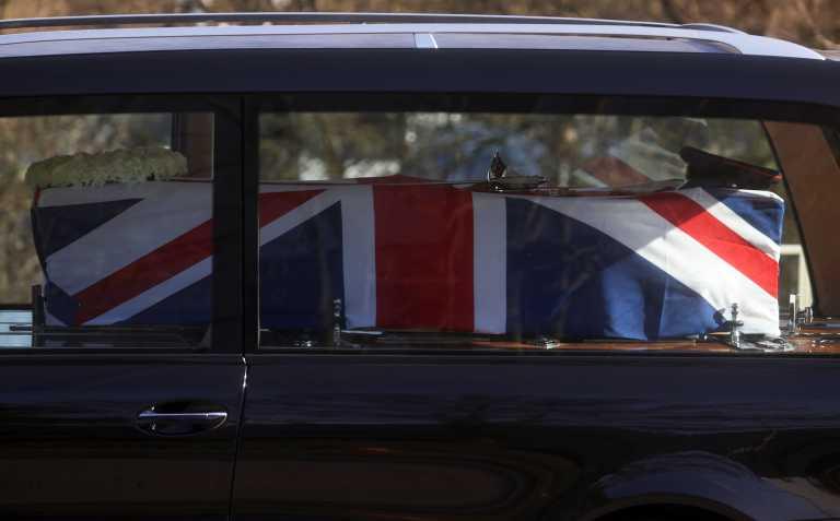 Τομ Μουρ: Η Βρετανία αποχαιρέτησε τον ήρωά της (pics)