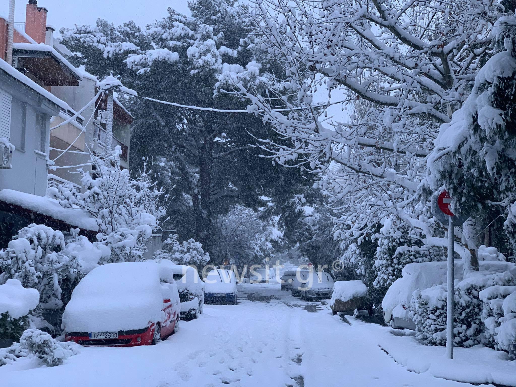 Χιόνισε προβλήματα στην Αττική! Άσπρη μέρα με προβλήματα στις μετακινήσεις – Ισχυρή σύσταση: Μείνετε σπίτι!