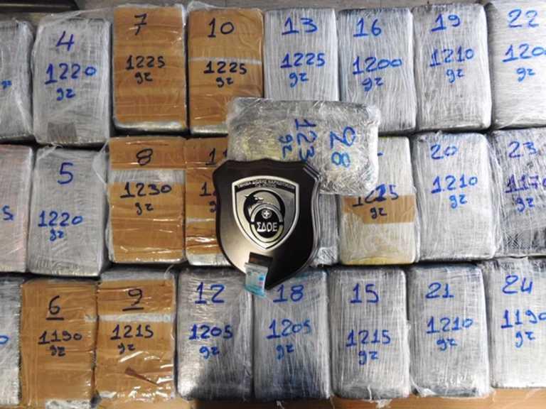 Το κοντέινερ με τις μπανάνες έκρυβε 33 κιλά κοκαΐνης – Μεγάλη επιχείρηση στον Πειραιά