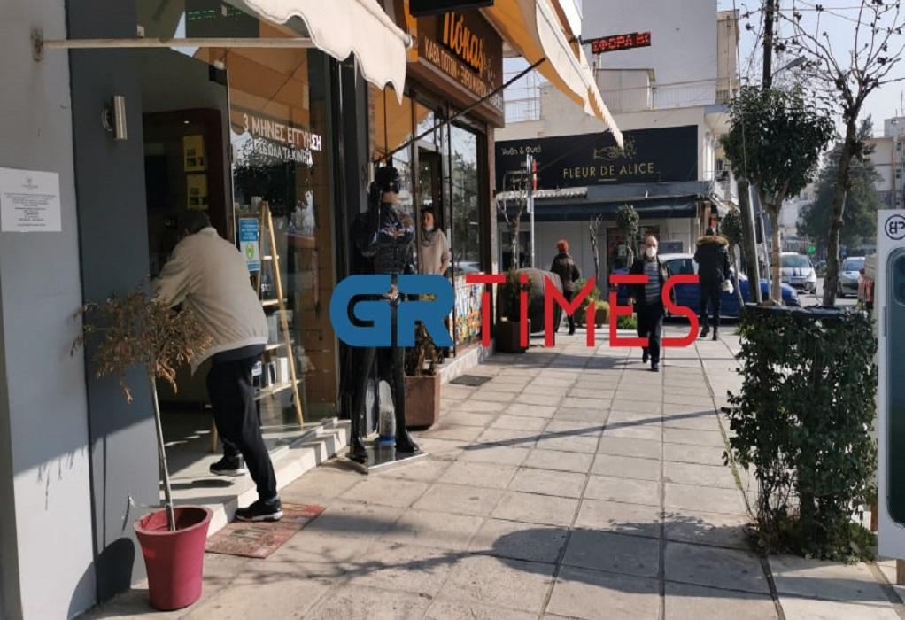Θεσσαλονίκη: Αλαλούμ στον Εύοσμο με το lockdown – Στον ίδιο δρόμο κλειστά και ανοιχτά καταστήματα (video)