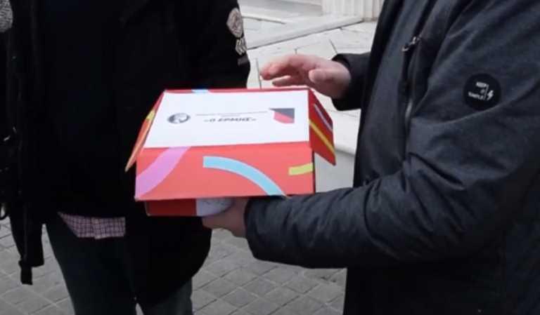 Κοζάνη: Το κουτί ανοίγει και η εικόνα εντυπωσιάζει – «Εδώ μας έφερε ο κορονοϊός και η κυβέρνηση» (video)