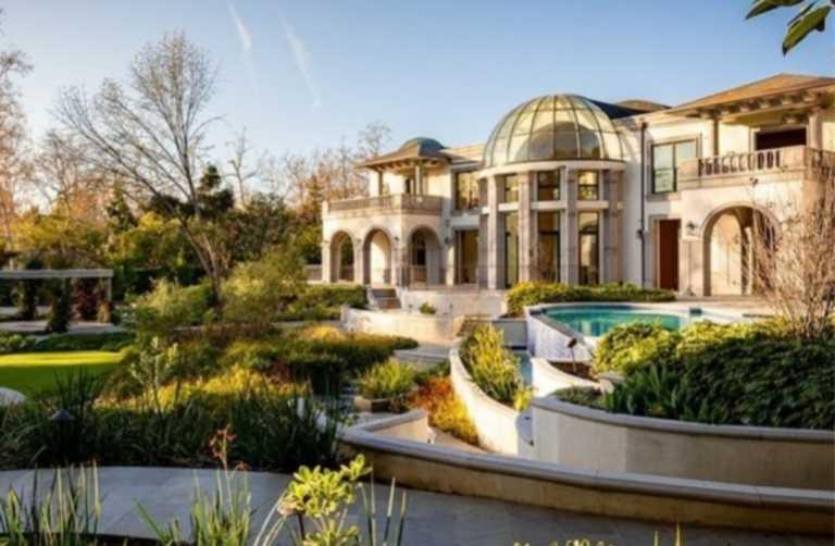 Αυτό το παλάτι των 45 εκατ. δολαρίων στο Λος Άντζελες έχει όλα όσα μπορεί κανείς ονειρευτεί!