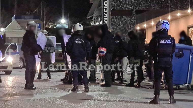 Λαμία: Ένταση και προσαγωγές έξω από το νοσοκομείο για τον Δημήτρη Κουφοντίνα (pics, vid)
