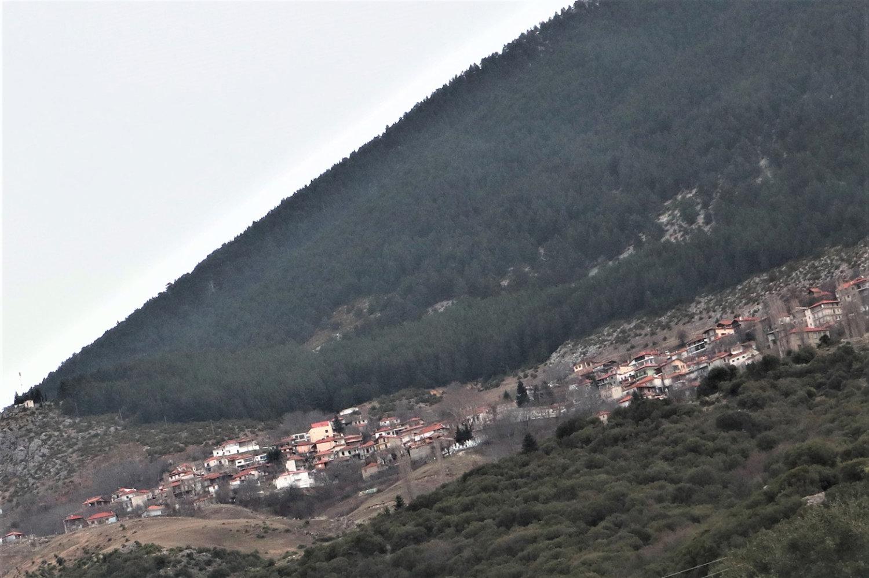 Λάρισα: Αυτό είναι το χωριό που «σκαρφάλωσε» στον Όλυμπο – Ξενάγηση στα 1.250 μέτρα (pics)