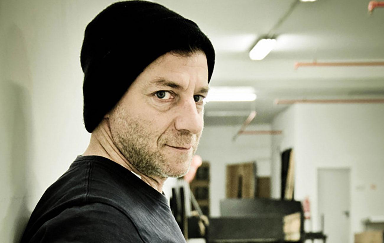 «Ο Δημήτρης Λιγνάδης σκηνοθετούσε και τις σχέσεις των θυμάτων του – Κάποια παιδιά ήθελαν να αυτοκτονήσουν»