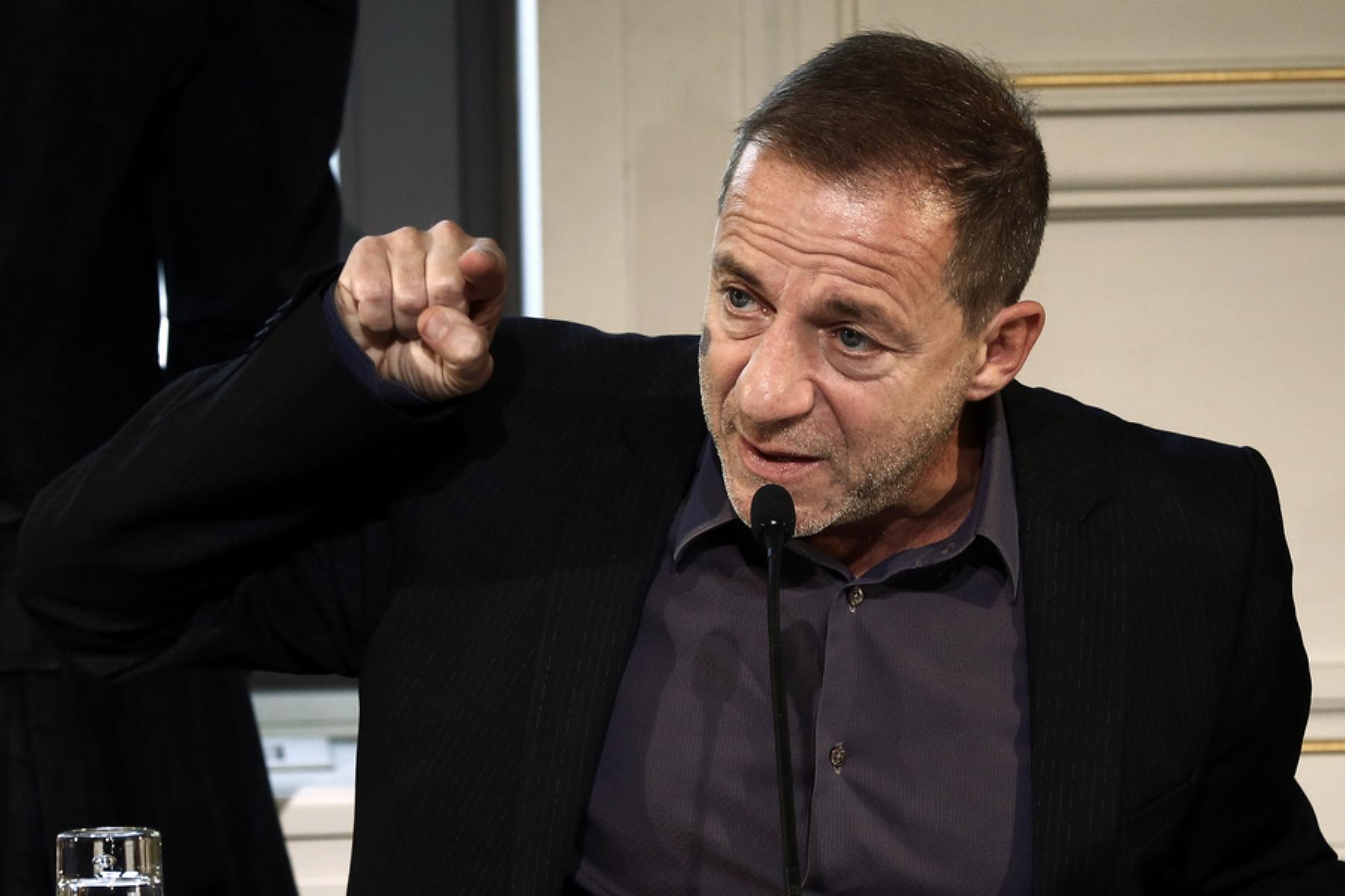 Συνελήφθη ο Δημήτρης Λιγνάδης - Δίωξη για βιασμούς κατά συρροή