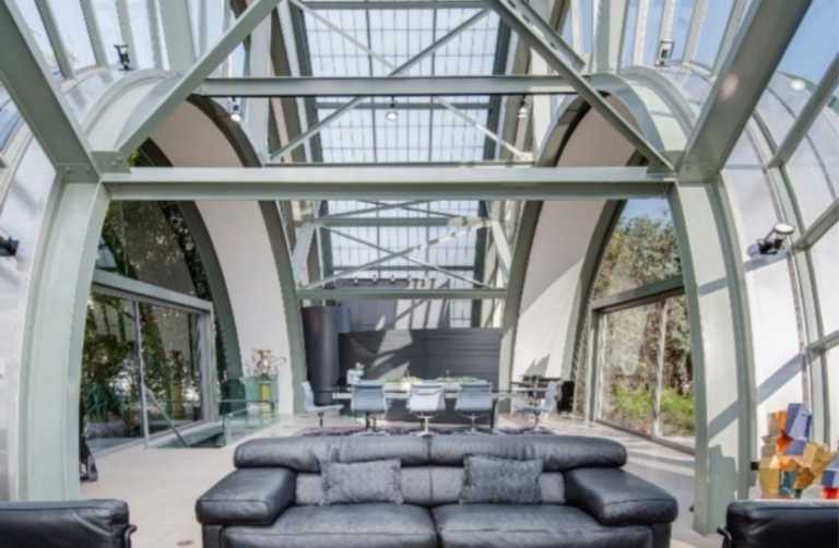 Ένα γυάλινο σπίτι που μοιάζει με Διεθνή Διαστημικό Σταθμό