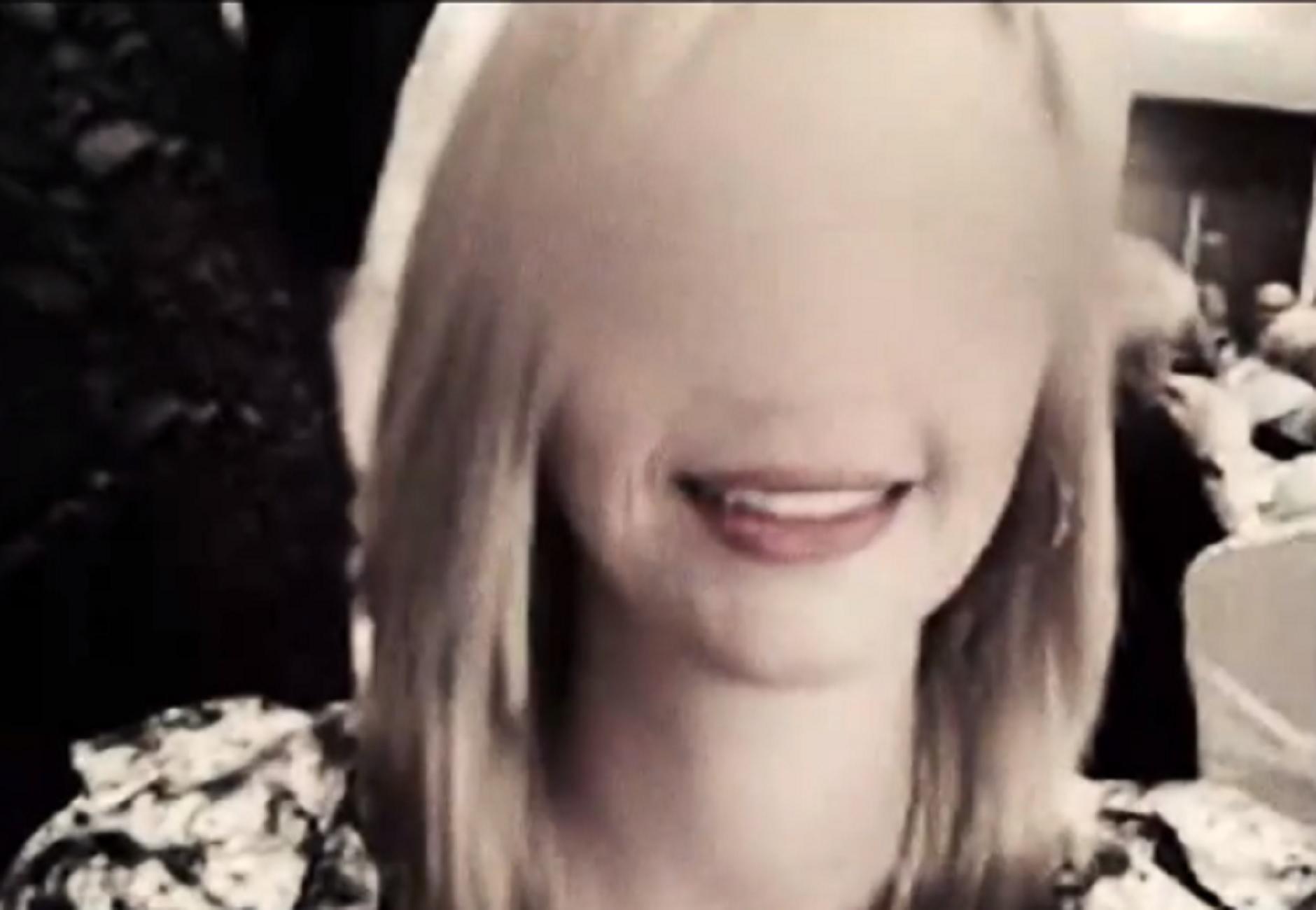Ηράκλειο: Ένα λιμάνι δάκρυα για μάνα και κόρη που σκοτώθηκαν σε τροχαίο – Το τραγούδι που ραγίζει καρδιές (video)