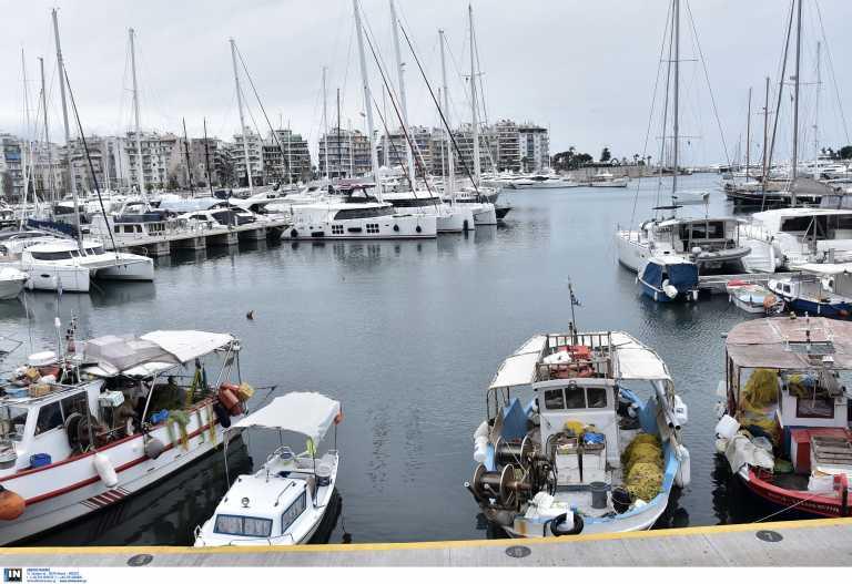 Πειραιάς: Εισροή υδάτων σε επιβατηγό τουριστικό σκάφος στη μαρίνα Ζέας