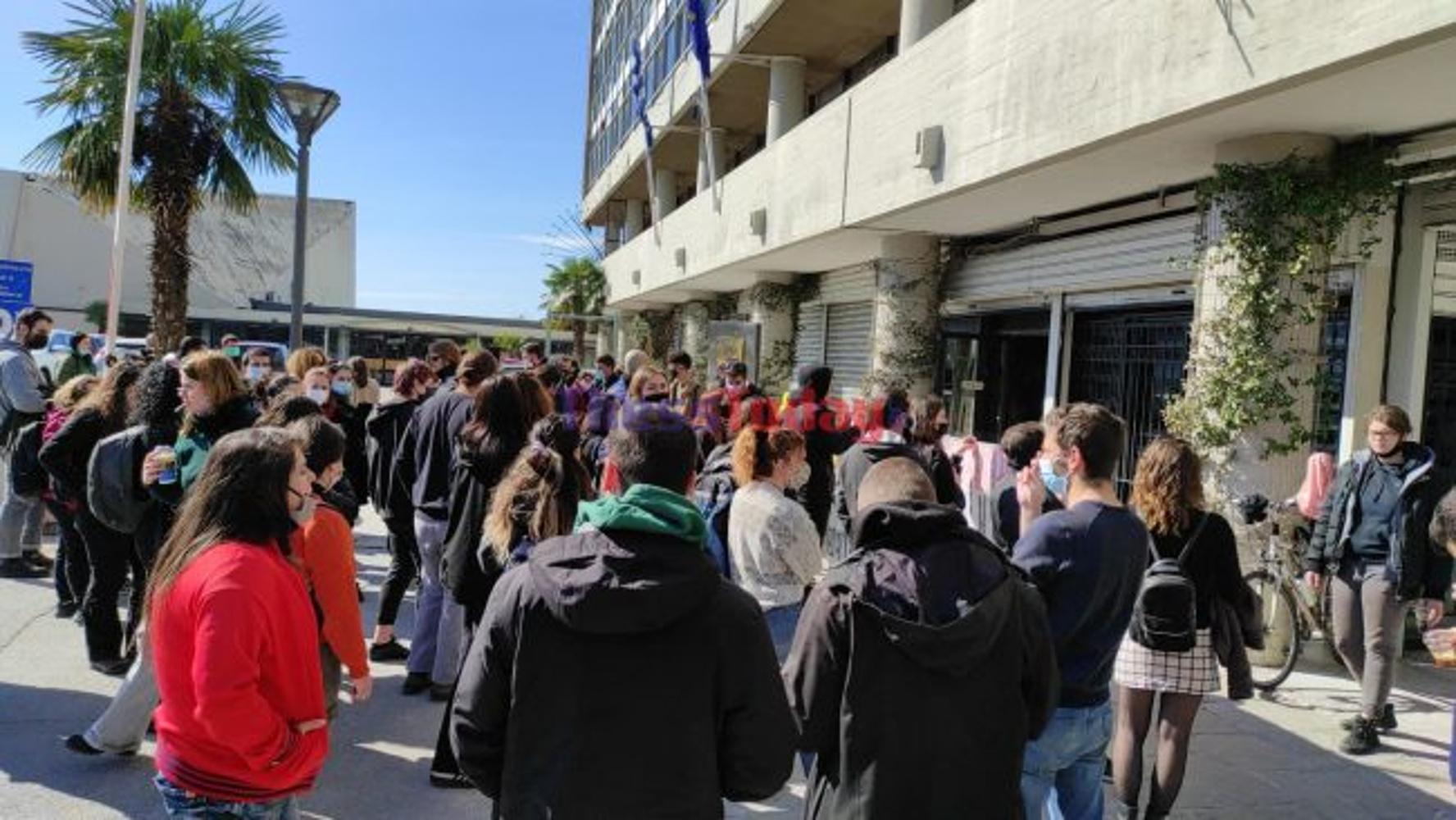 Θεσσαλονίκη: Νέα συγκέντρωση φοιτητών στο ΑΠΘ – Ζητούν συνάντηση με τον Πρύτανη