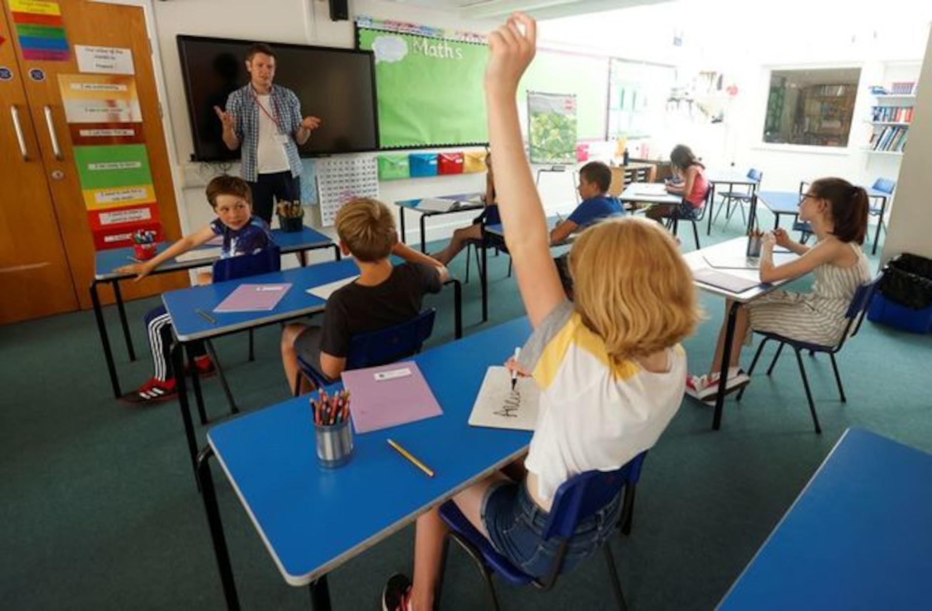 Βρετανία: Ενίσχυση 700 εκατ. λιρών προς τους μαθητές