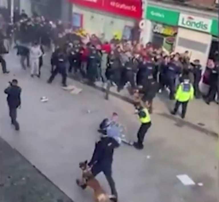 Κορονοϊός: Βρετανοί και Ιρλανδοί σηκώνουν «αντάρτικο» στα μέτρα – Συγκρούσεις με την αστυνομία (vid)