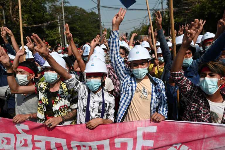 Πραξικόπημα στη Μιανμάρ: Για τρίτη ημέρα στους δρόμους – Σε γενική απεργία καλούν οι διαδηλωτές