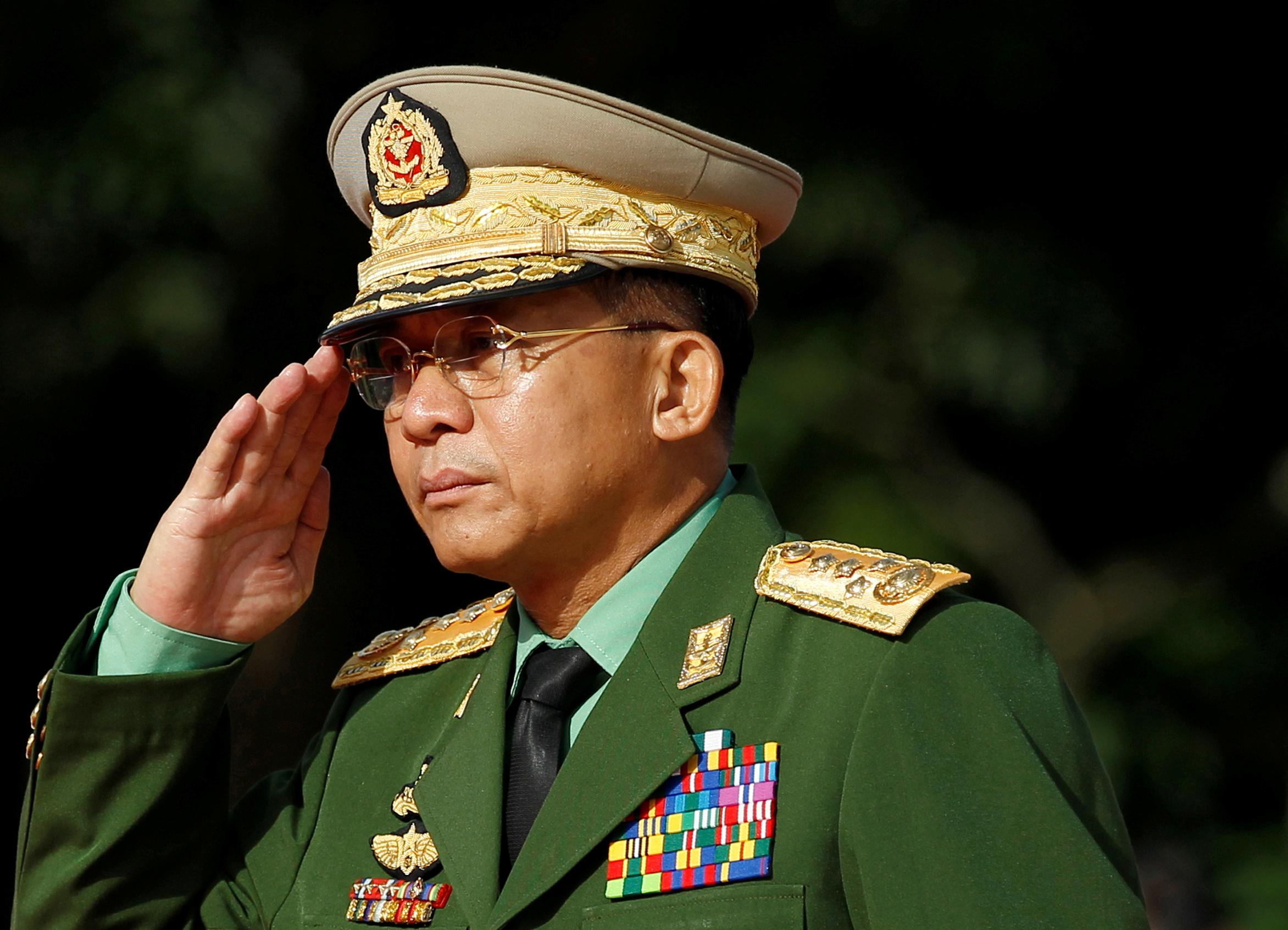 """""""Βράζει"""" η Μιανμάρ: Ποιος είναι ο πραξικοπηματίας Στρατηγός Χλενγκ και τι πολιτικές φιλοδοξίες έχει"""