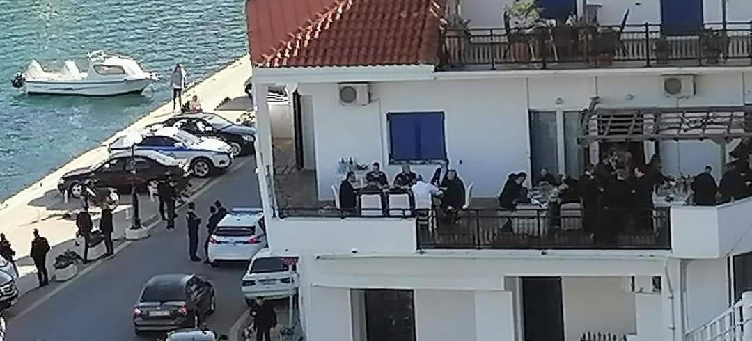 Πυρά της αντιπολίτευσης για τον συνωστισμό στην Ικαρία κατά την επίσκεψη του πρωθυπουργού