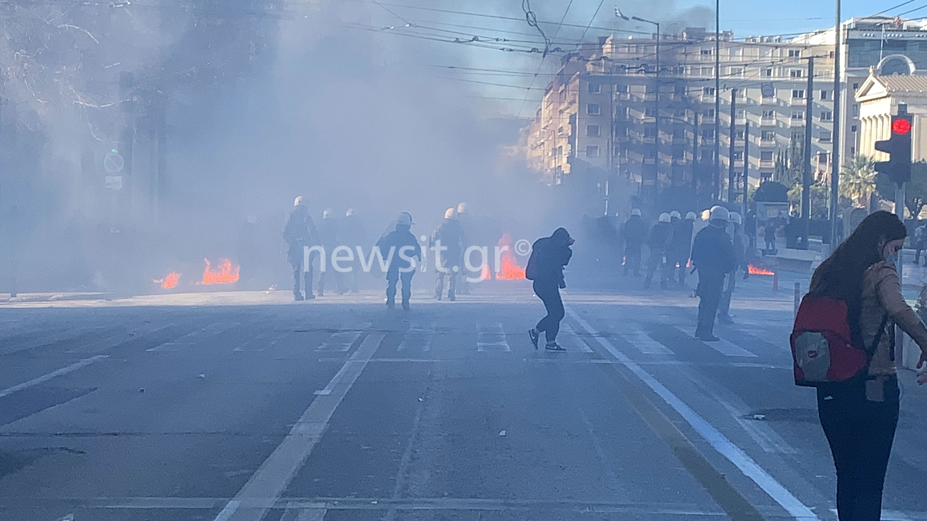 Ένταση στο πανεκπαιδευτικό συλλαλητήριο: Χημικά έξω από τη Βουλή